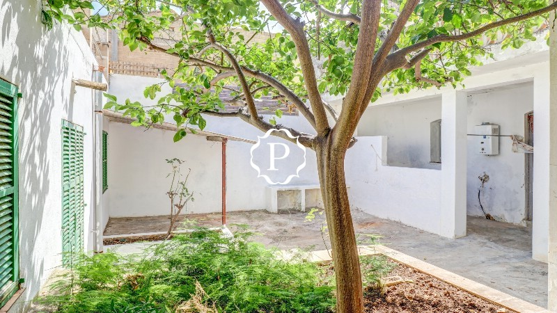 Property for sale in Mallorca, impressive town house in Pollensa  3. Patio 1 - 3