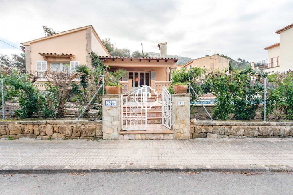 Villa for sale in Pollensa