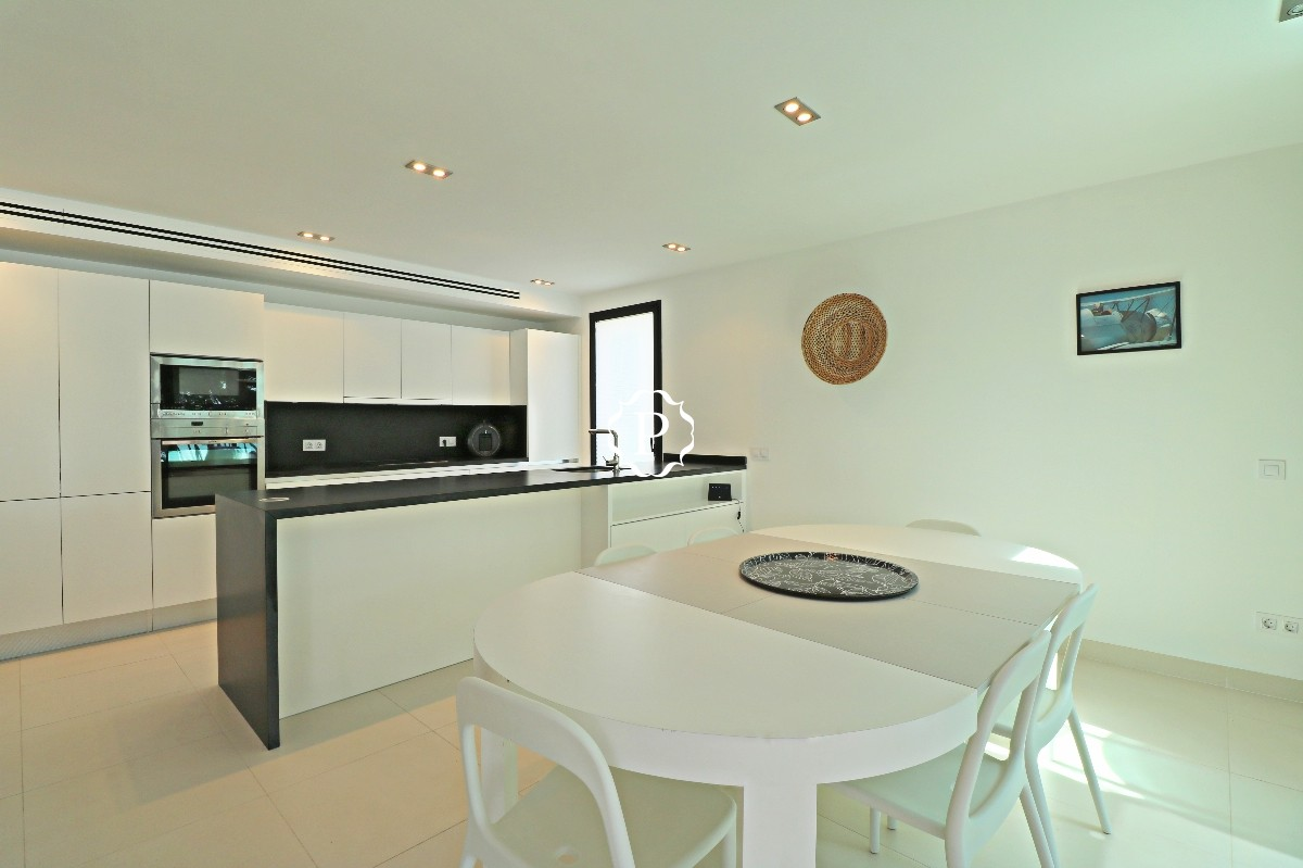 Dining and kitchen Ff
