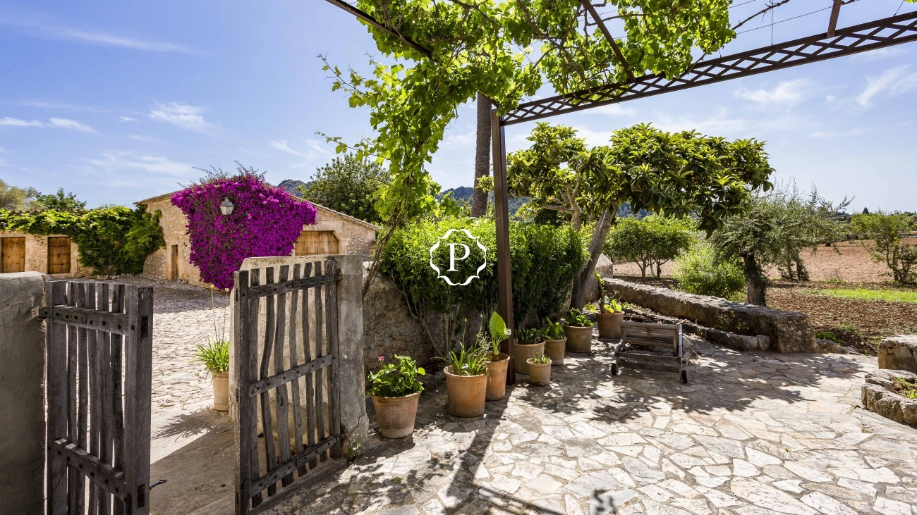 Property for sale in Mallorca magnificent country house in Pollensa