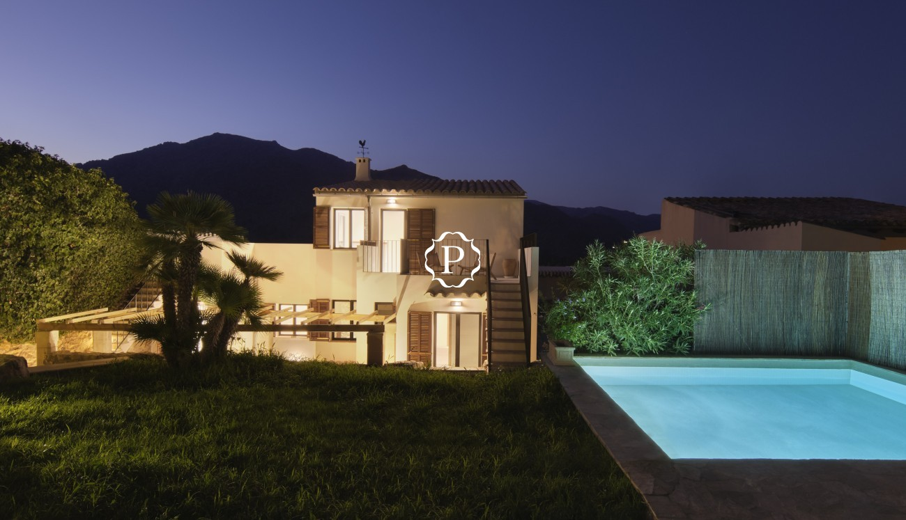 Property for sale in Mallorca, spectacular town house in Pollensa