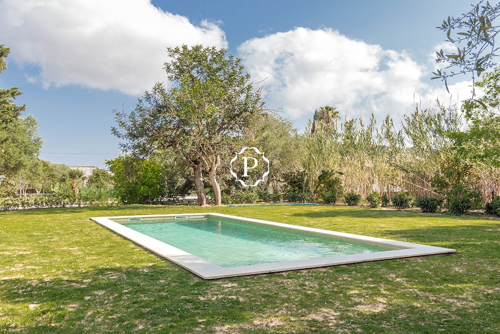 Property for sale in Mallorca pretty country house in Pollensa