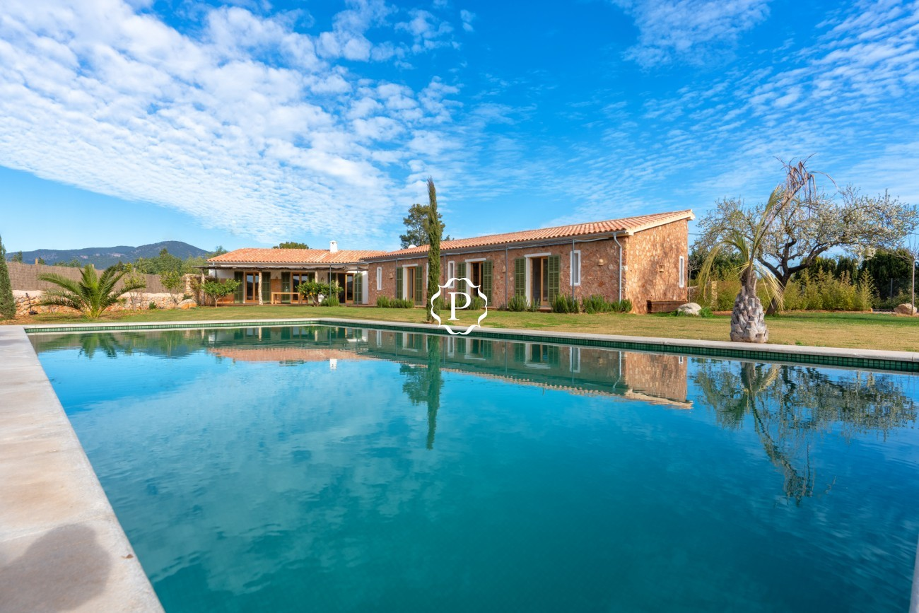 Property for sale in Mallorca, nice country home in Santa Maria del Camí