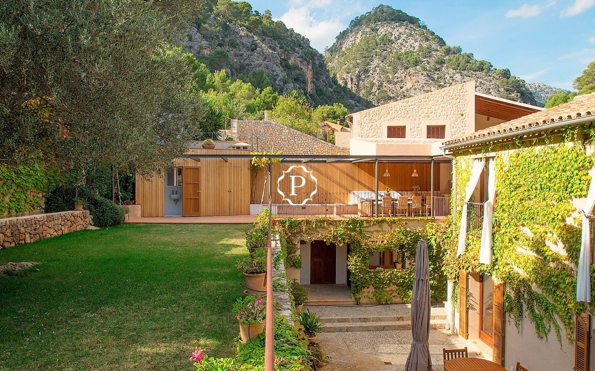 Unique townhouse for sale in Caimari Majorca in classic style